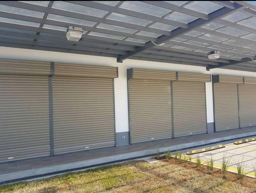 Portón eléctrico o cortina metálica