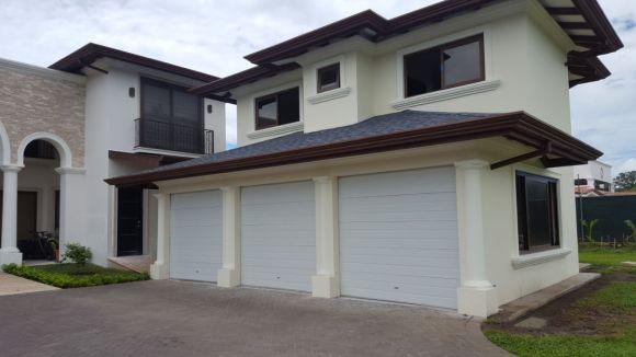 portón de garage insulado
