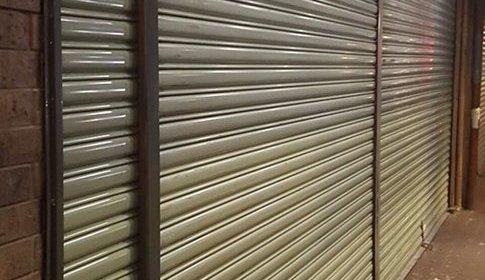 Medidas para instalación de cortina metálica